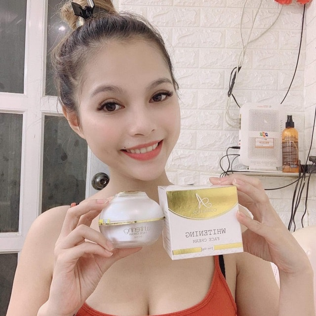 Khách hàng sử dụng Face Pháp Whitening Face Cream
